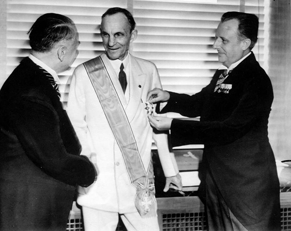 Henery Ford receiving the Grand Cross - 1938