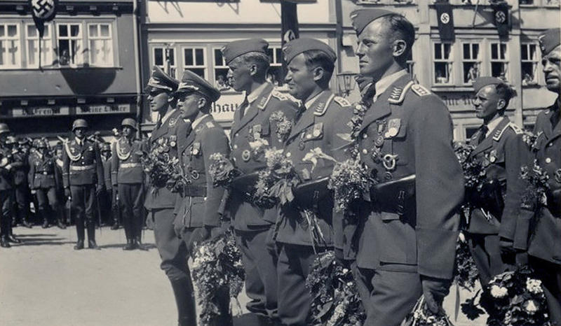 Members of the Luftwaffe at the homecoming parade in Berlin