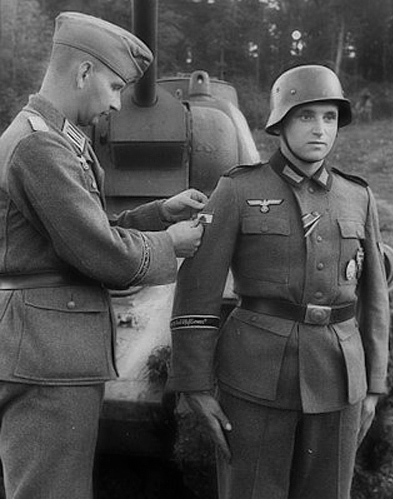 Awarding the Tank Destruction Badge in the field